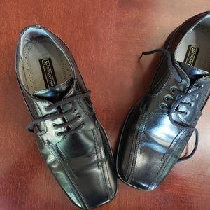 Boy's Stacey Adams black dress shoes 3.5